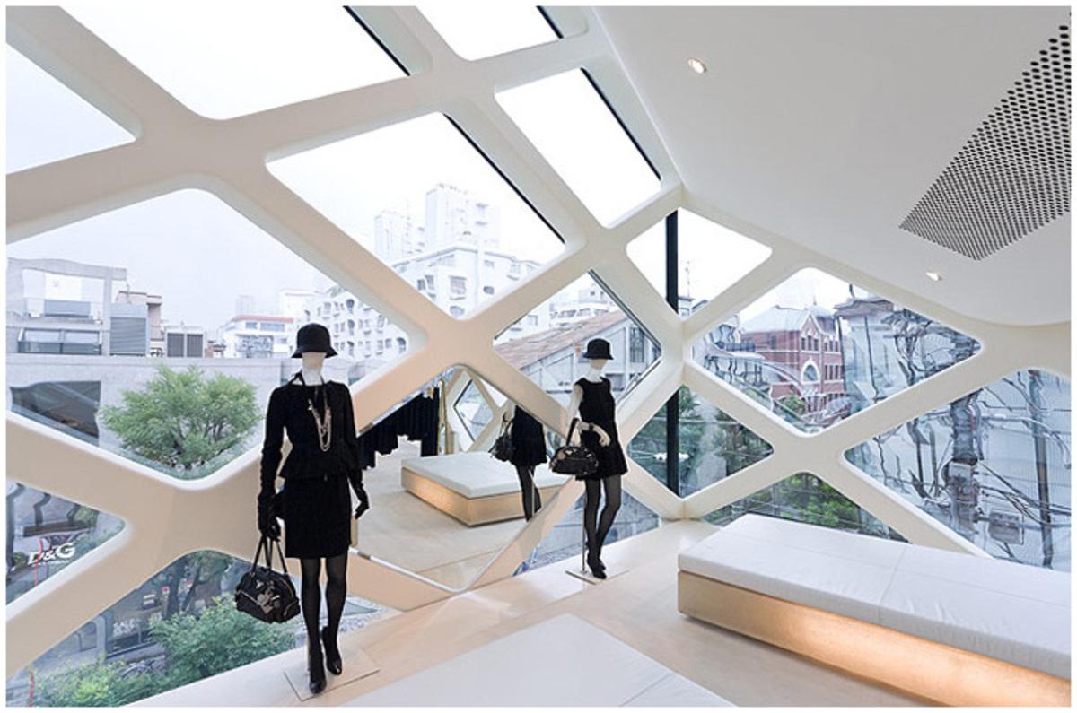 à l'intérieur du magasin retail Prada Tokyo